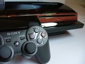 Sony PlayStation 3 and its controller / Photo: Michel Ngilen, Courtesy Creative Commons